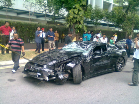 nissan skyling gt-r accident